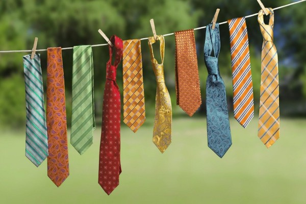 Corbatas colgadas de una cuerda
