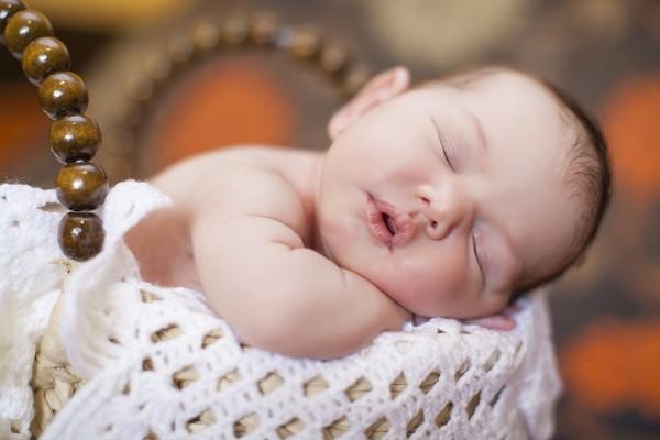 Un tierno bebé durmiendo