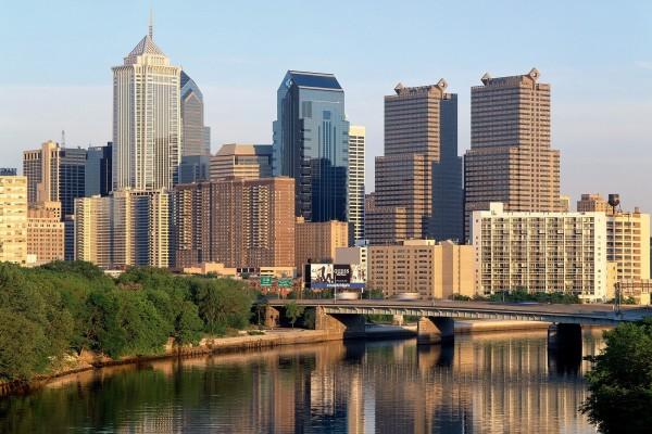 Río y rascadcielos de Filadelfia