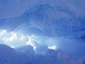 Postal: Pequeña cueva de hielo
