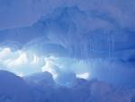 Pequeña cueva de hielo
