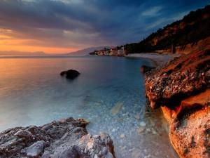 Postal: Casas en la costa vistas al amanecer