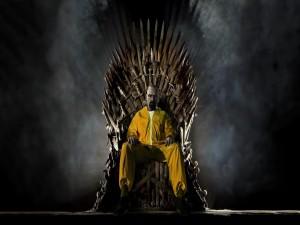 """Postal: Walter White de """"Breaking Bad"""" sentado en el trono de hierro de """"Juego de Tronos"""""""