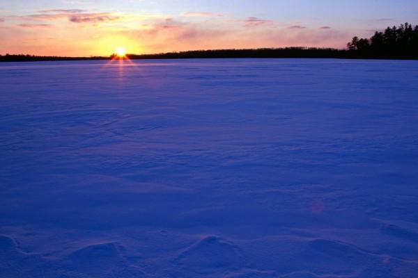 Atardecer en un paisaje nevado