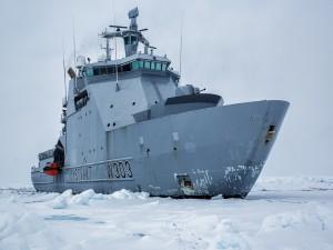 Postal: El rompehielos de la guardia costera noruega de Svalbard