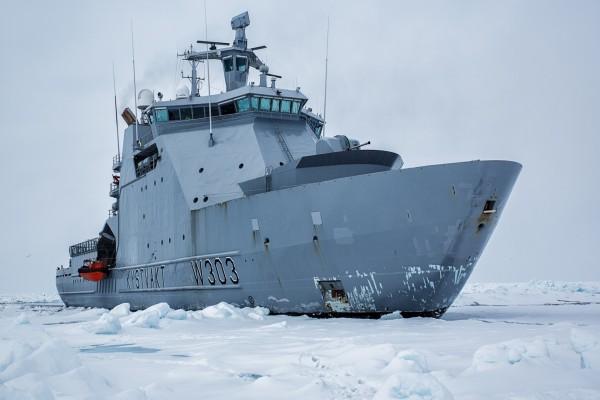 El rompehielos de la guardia costera noruega de Svalbard