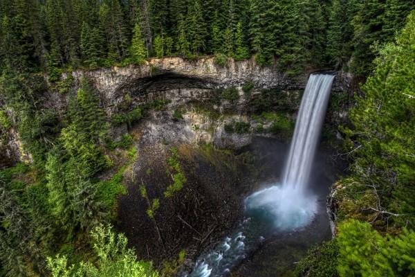 Bonita vista de la cascada