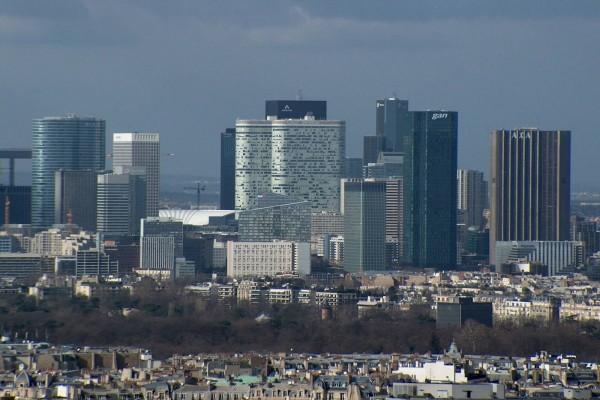"""Vista de los edificios de """"La Défense"""" París"""