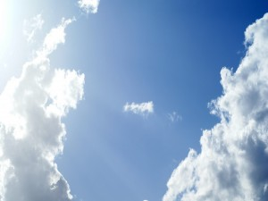 Postal: El brillo del sol en el cielo