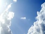El brillo del sol en el cielo