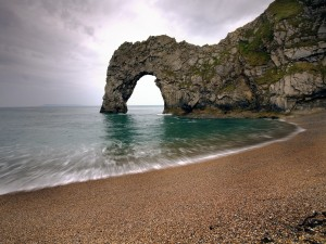 Arco de piedra en la playa
