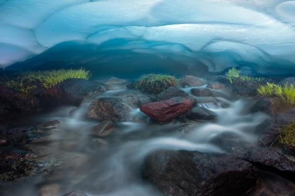 Agua y rocas bajo la capa de hielo