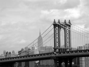 Puente de Manhattan en blanco y negro