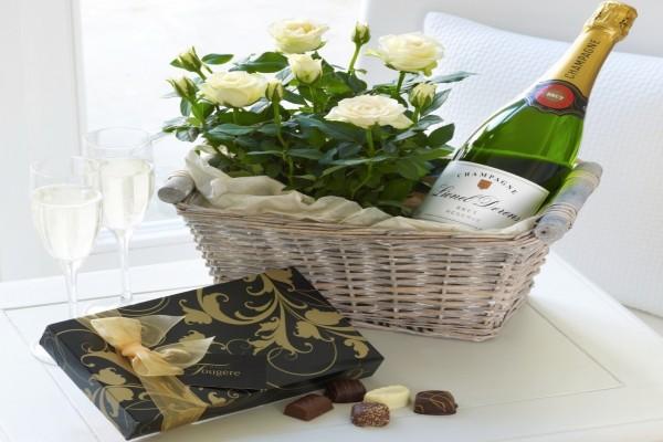 Rosas, champán y bombones para regalar