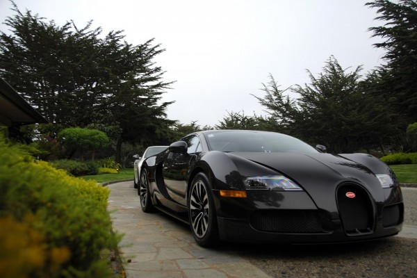 Espectacular auto deportivo Bugatti de color negro