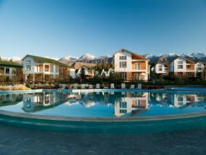 Postal: Complejo residencial con piscina