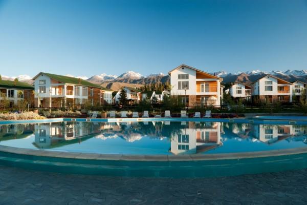 Complejo residencial con piscina