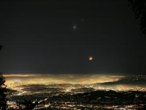Luces bajo la luna
