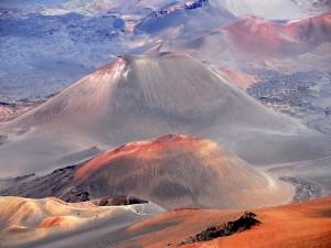 Postal: Montañas de arena y piedra sin vegetación