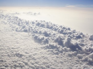 Postal: Sobre las espesas nubes
