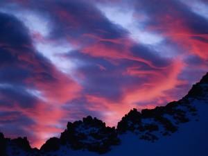 Postal: Un bonito cielo sobre las montañas