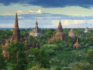 Postal: Monumentos en Bagan, Unión de Myanmar (antigua Birmania)