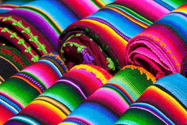 Tejidos mexicanos con bonitos colores