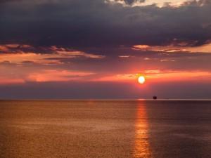 Puesta de sol en el Golfo de Génova (Italia)
