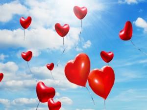 Postal: Globos rojos con forma de corazones