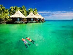 Practicando snorkel en Bora Bora