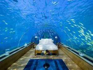 Una lujosa y romántica habitación bajo el mar