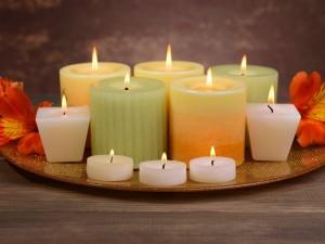 Postal: Variedad de velas encendidas