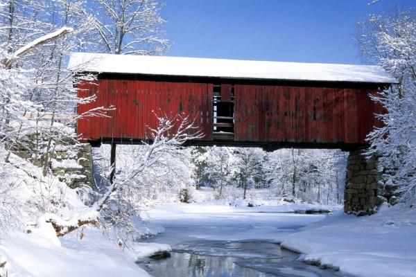 Nieve bajo el puente cubierto