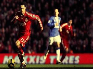 Postal: Jugador del Liverpool F.C. en posesión del balón