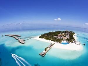 Vista aérea de un complejo turístico en una isla de las Maldivas