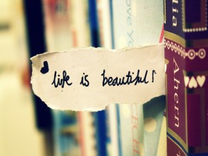 Postal: ¡La vida es bella!