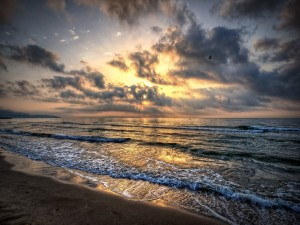 Postal: Atardecer en una playa