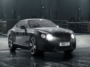 Bentley Continental GT bajo la lluvia