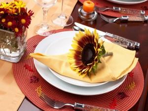 Postal: Un precioso girasol sobre un plato