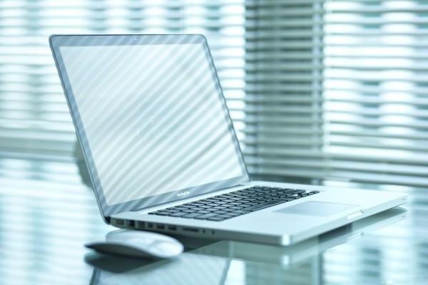 MacBook Pro sobre la mesa
