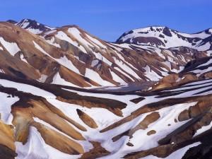 Postal: Montañas con zonas cubiertas de nieve