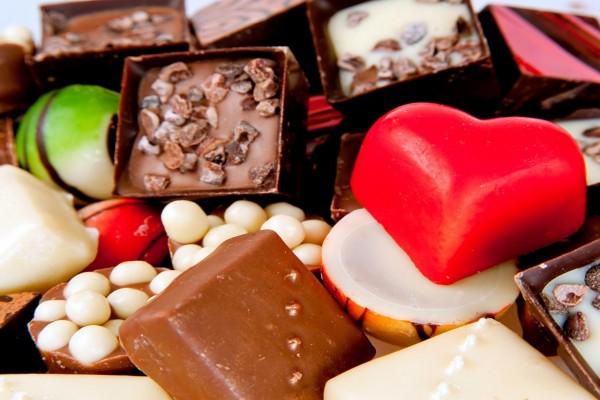 Exquisitos bombones de varias formas y sabores