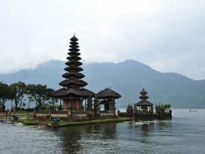 Postal: Templo Pura Ulun Danu Bratan (Indonesia)