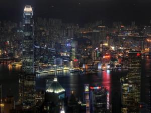 Postal: Luces en la noche de una gran ciudad