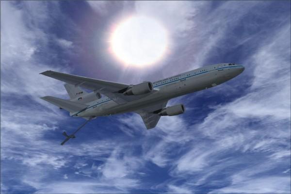 Un avión comercial en el cielo