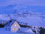 Una solitaria casa en un paraje nevado