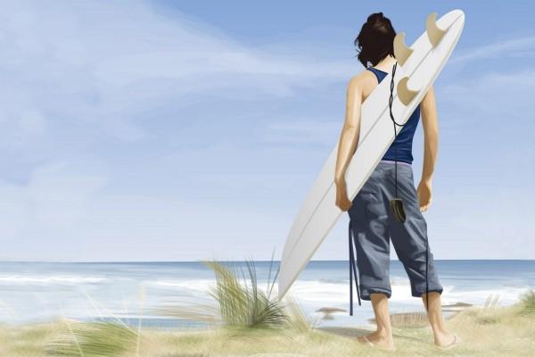 Un joven con su tabla de surf contemplando el mar