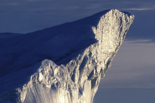 El sol calentando una pared del iceberg