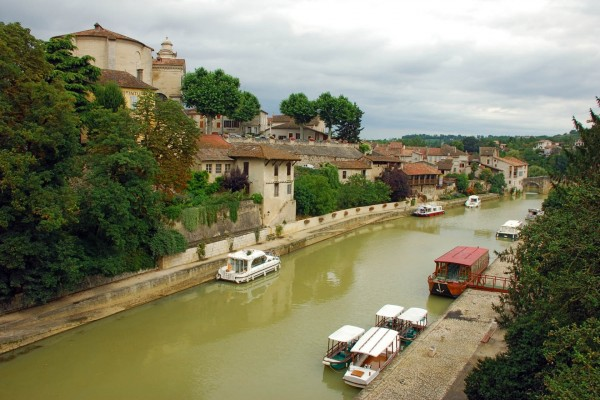 El río Baïse a su paso por Nérac (Francia)