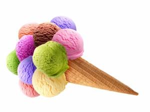 Postal: Cucurucho con varias bolas de helado